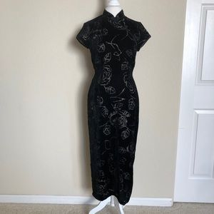 Robbie Bee Black Velvet Floral Rose Maxi Dress